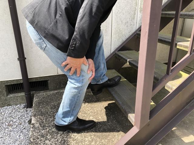 膝痛で階段がつらい